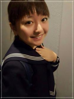 谷花音の中学の制服画像