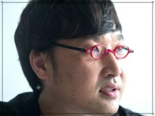 山里亮太の眼鏡姿画像