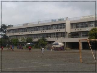 小林星蘭の出身小学校青梅市立霞台小学校の画像