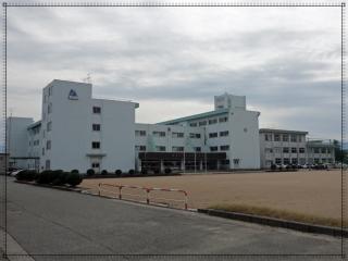富山市立奥田中学校の画像