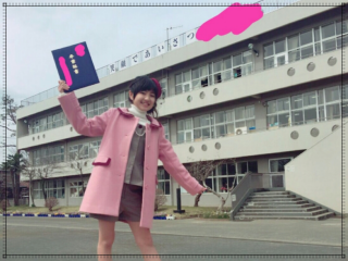 小林星蘭の出身小学校青梅市立霞台小学校の卒業式画像