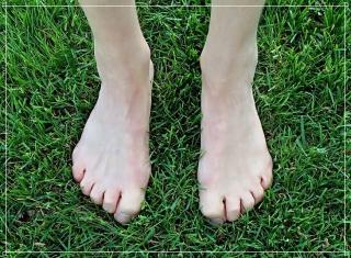 裸足の画像