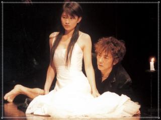 篠原涼子と市村正親の共演舞台「ハムレット」の画像