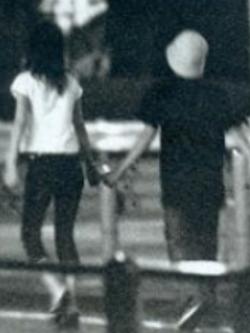 二宮和也と椎名法子の手つなぎデート画像