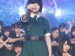 欅坂の平手友梨奈が目立っている画像
